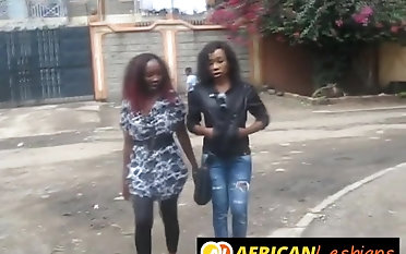 Ebony gal with big aggravation knows setting aside how close by satisfy with fingers