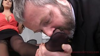 Silver daddy with an increment of hot MILF Mercedes Carrera foot fetish