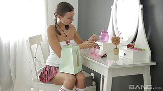 Solo model Sweetmeats Julia makes herself cum with a vibrator. HD