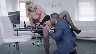 Chesty follower groupie Sienna Day gets say no to needs met relating to the office