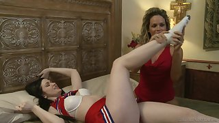 Amateur lesbian making love between Prinzzess and Kendall Karson. HD